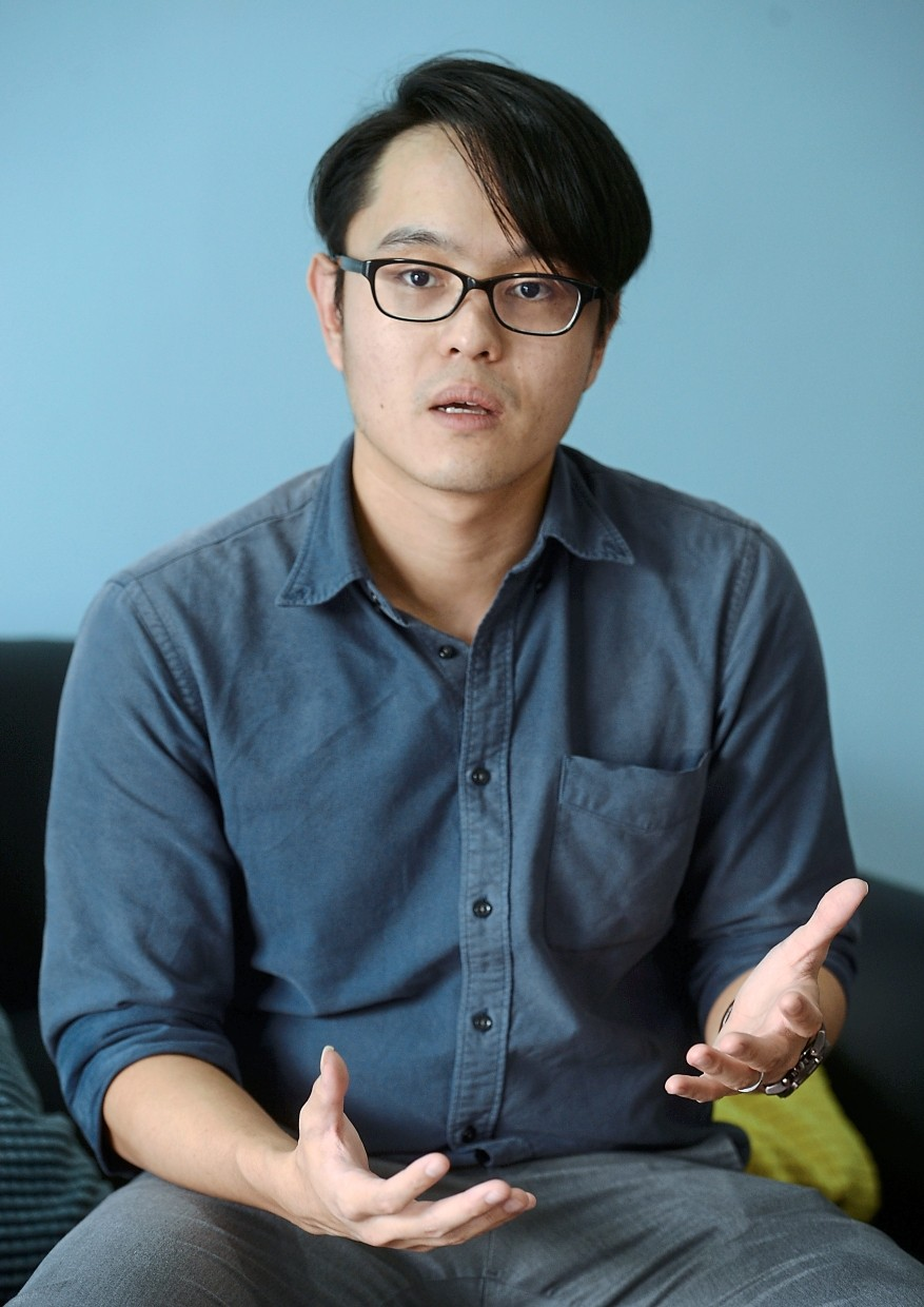 Forgoing smartphone in the current society is probably unrealistic, says clinical psychologist Dr Shawn Lee. — SIA HONG KIAU/The Star