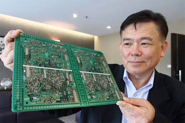 GUH Holdings Bhd CEO Datuk Kenneth H\'ng showing a multi-layered printed circuit board. - CHIN CHENG YEANG/The Star (filepic)
