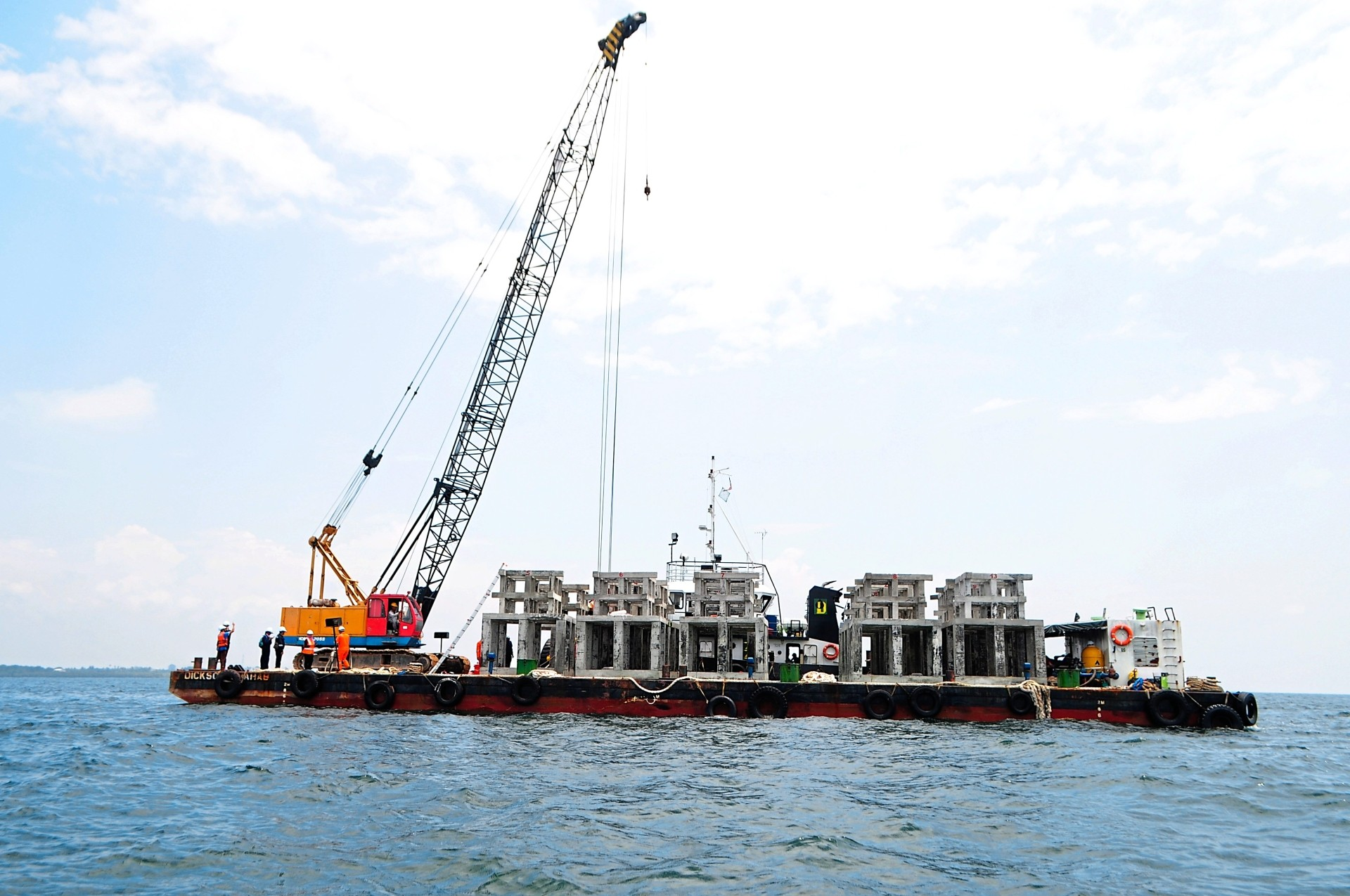 1) The barge transporting 14 concrete artificial reefs that weigh 18 metric tonnes each, to a location two nautical miles out at sea near Batu Laut in Sepang.