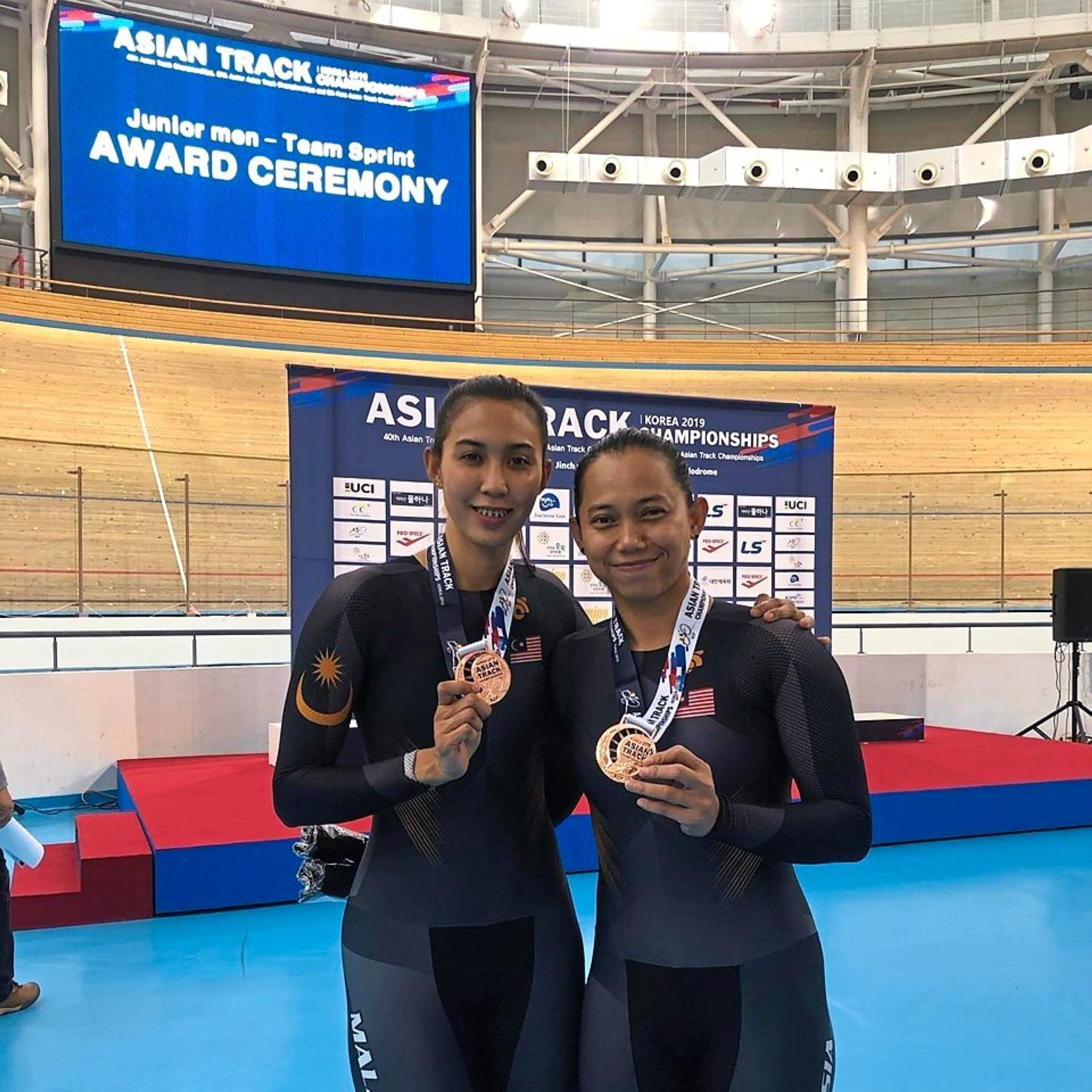 Podium finish: Anis Amira Rosidi (left) and Fatehah Mustapa won the bronze medal in the women's elite team sprint yesterday.