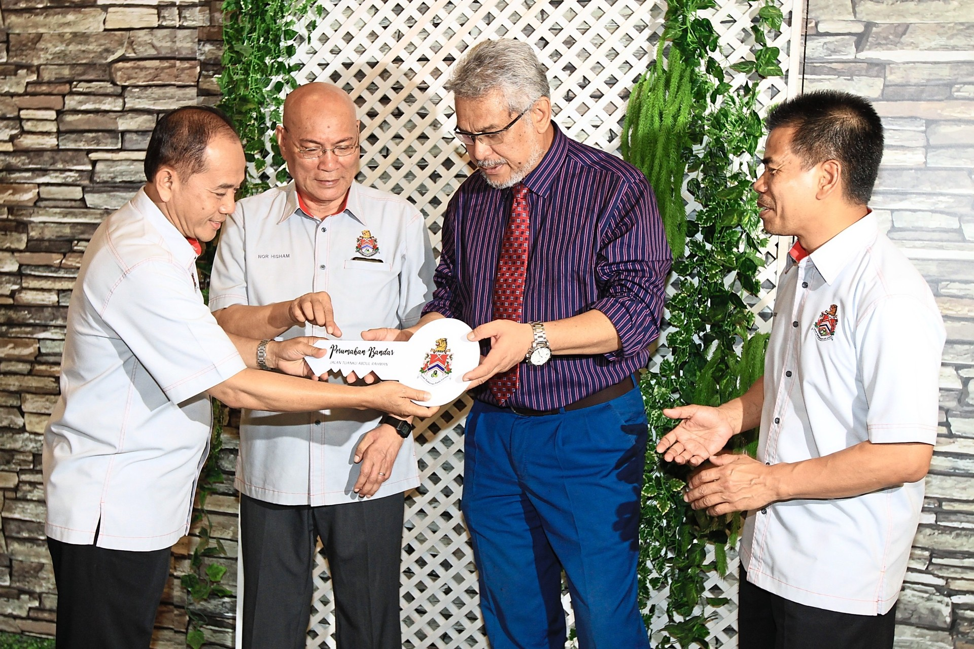 Khalid (third from left) and Nor Hisham (second from left) at the launch of DBKL's pilot micro-housing project at Jalan Tuanku Abdul Rahman. Flanking them are DBKL executive directors Datuk Ibrahim Yusof (socio-economy) (left) and Mohd Sahak Surip (project implementation). — LOW LAY PHON/The Star