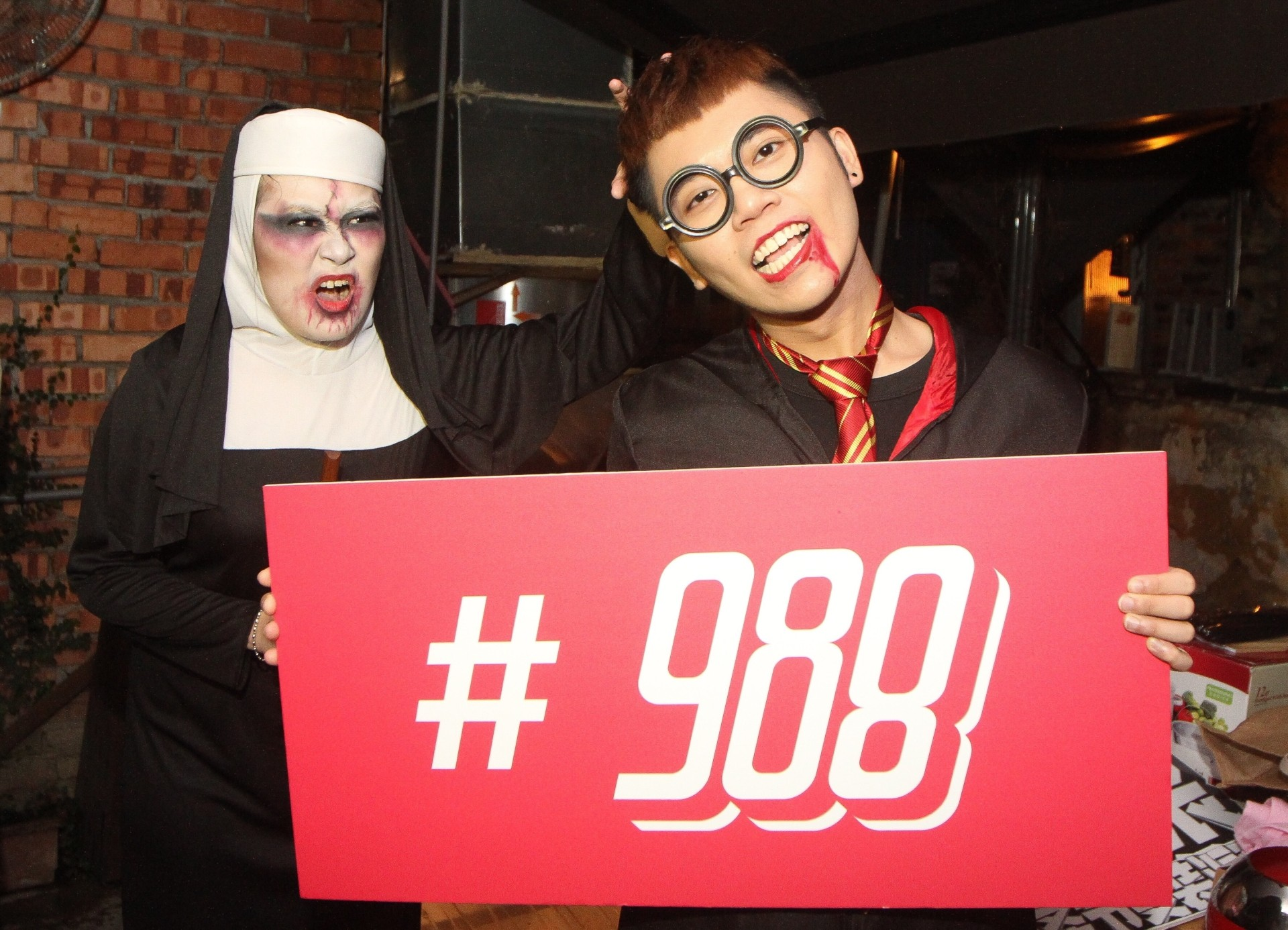 Chew (right) and 988 listener Tan who won the grand prize during the best dressed session.
