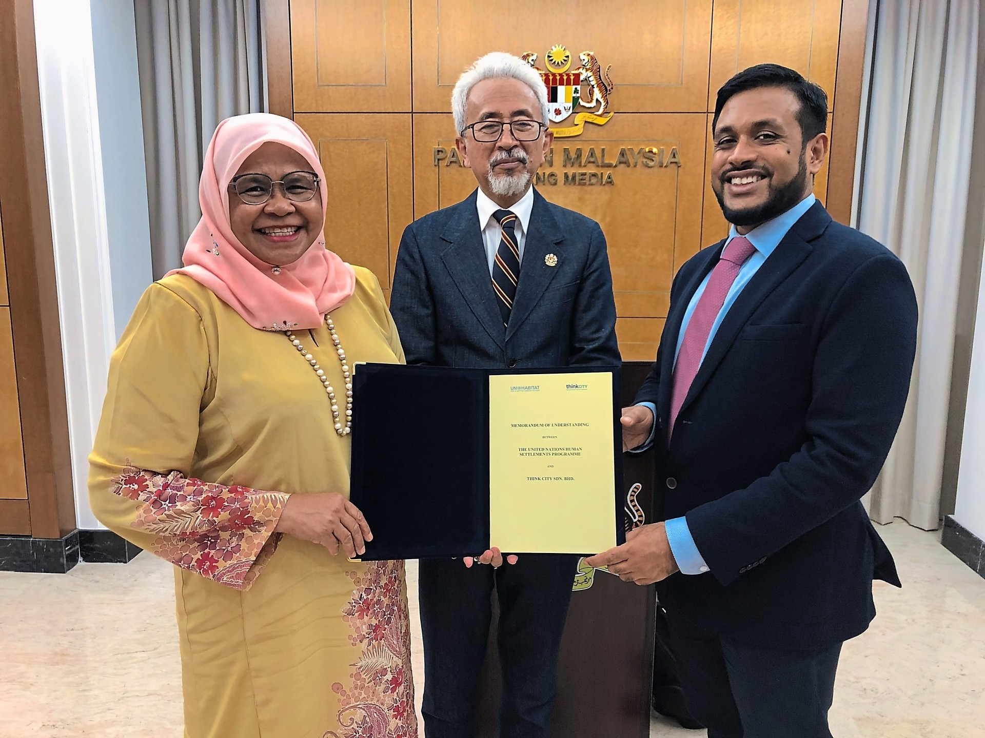 Hamdan (right) and Maimunah signed an extended MOU, representing Think City and UN-Habitat respectively, witnessed by Deputy Housing and Local Government Minister Datuk Raja Kamarul Bahrin Shah Raja Ahmad.