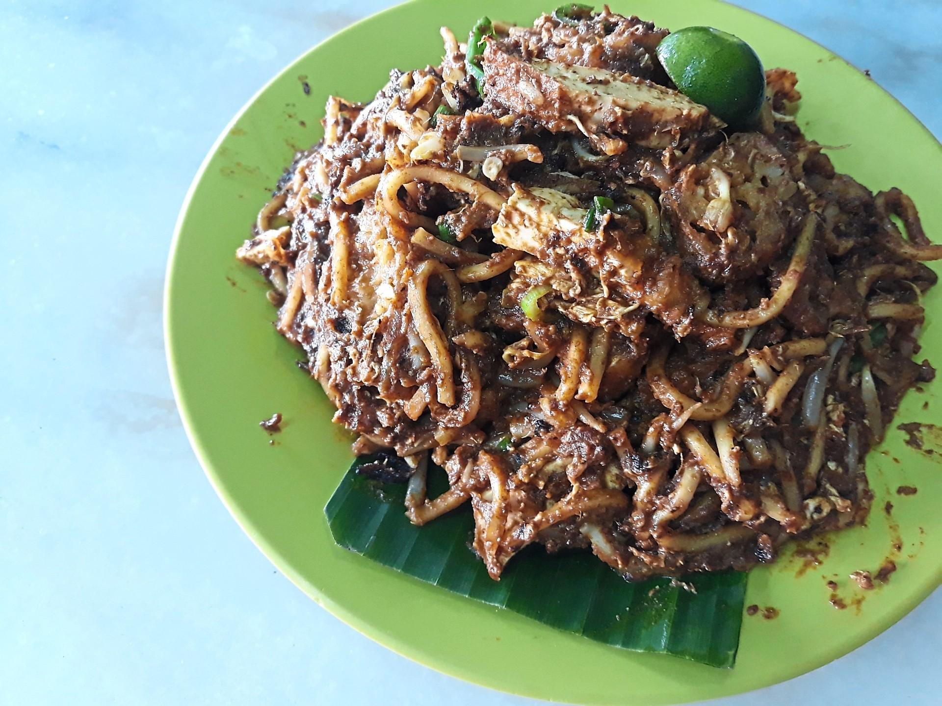 A serving of mee goreng mamak from Restoran Pasembor Hussin.