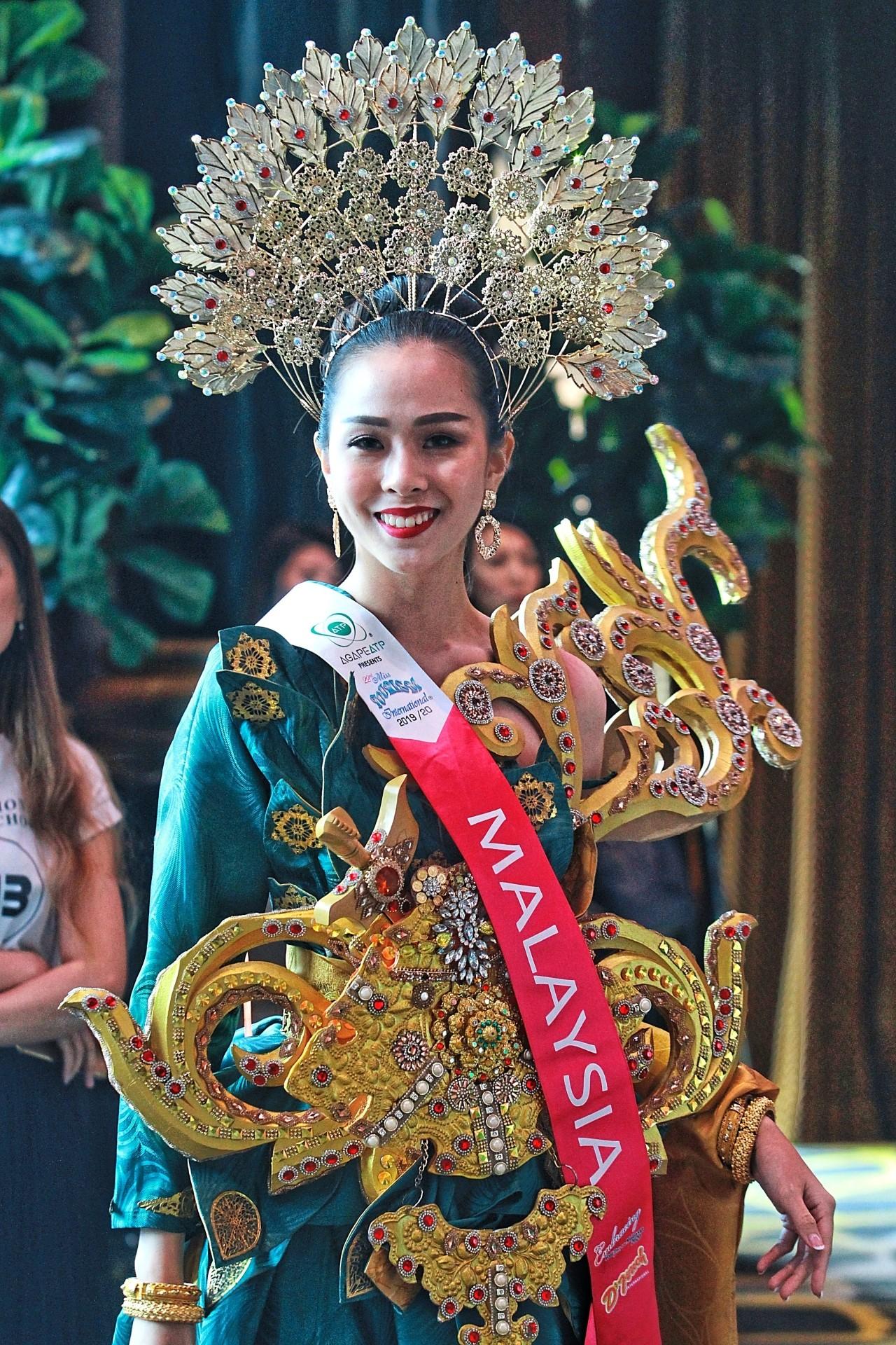Cheryl Loo Wen Nee representing Malaysia at Miss Tourism International 2019.