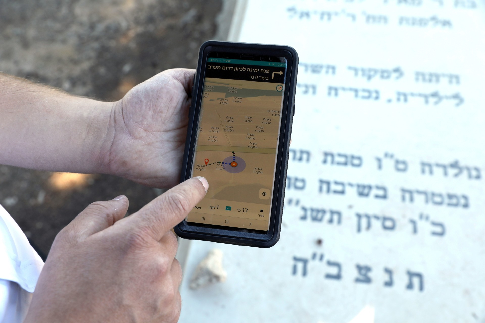 The Gravez app offers turn-by-turn voice directions to help cemetery visitors navigate large graveyards in search of a loved-one's resting place.