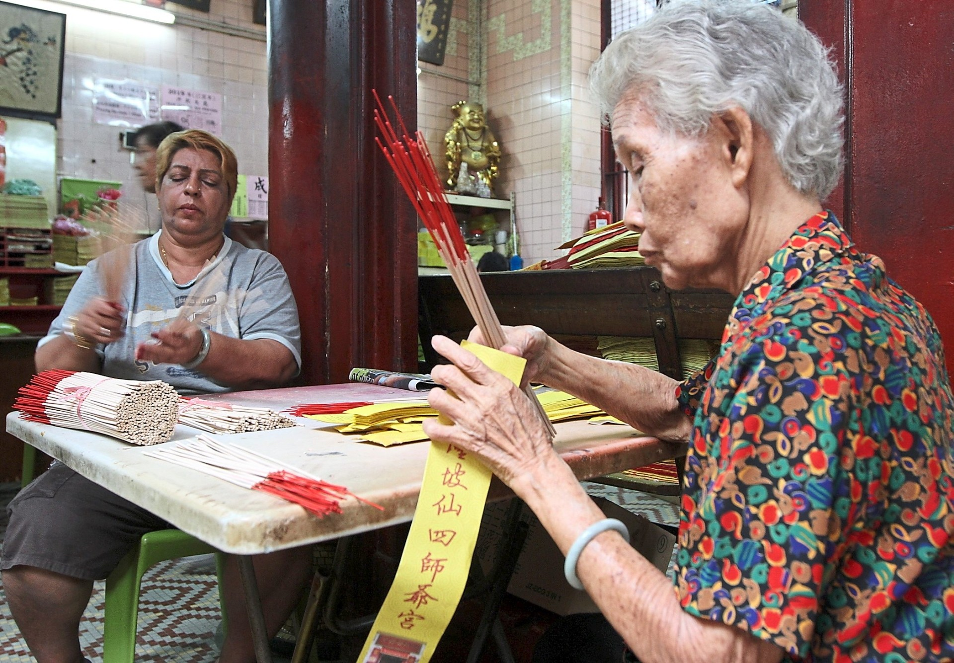 Take some time to speak to the caretakers of the Sin Sze Si Ya Temple.