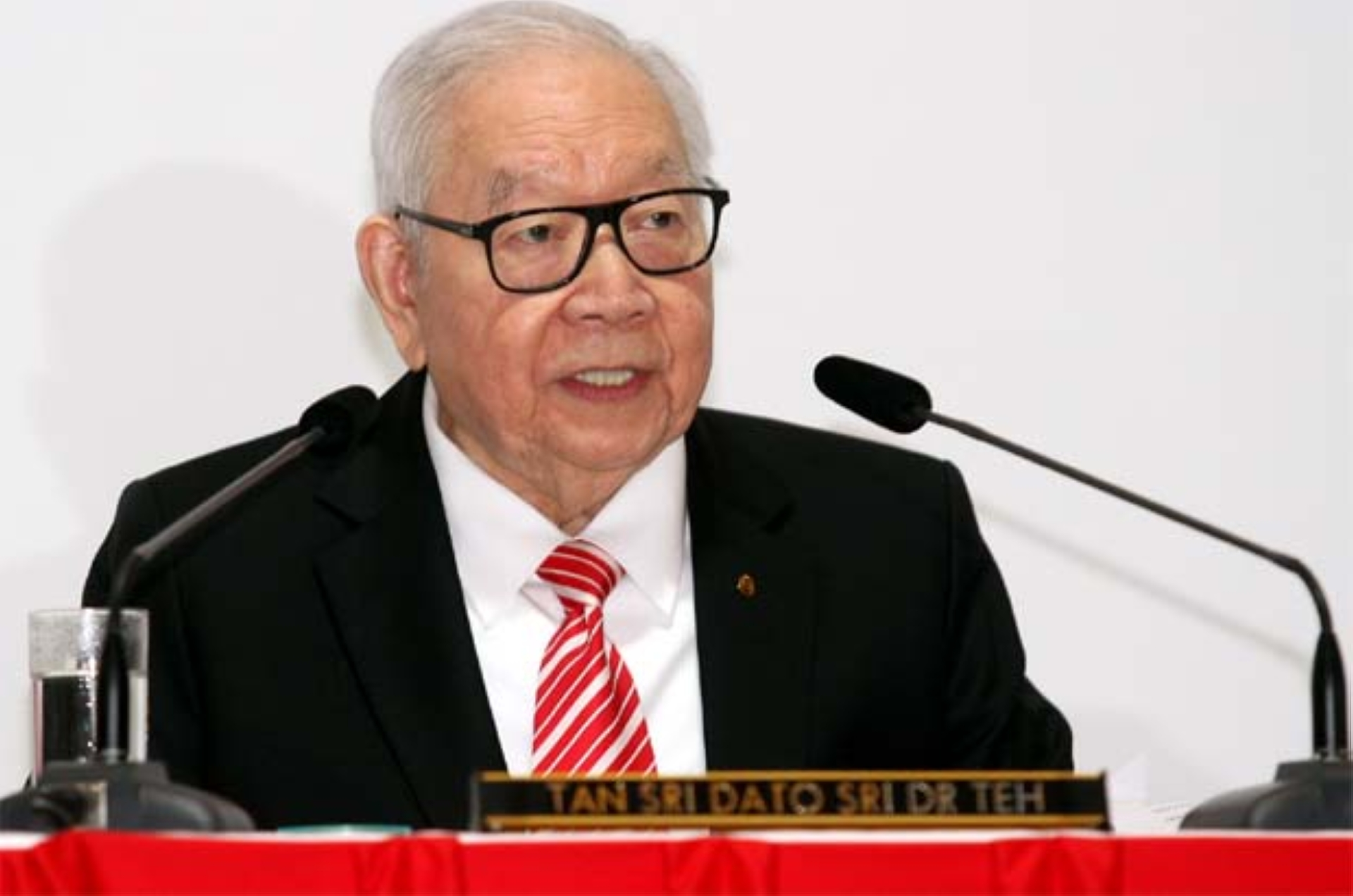 """""""Recent developments in the operating environment posed further challenges to the banking industry. While macro headwinds remain, the reduction in the OPR in May 2019 had also resulted in the decline in net interest margins for the banking sector, which affected the profit for the first nine months ended September 2019, """" founder and chairman Tan Sri Teh Hong Piow(pic) said"""