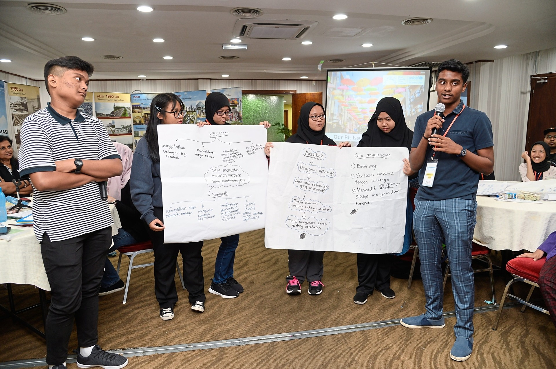 Kirtti Kesavan (right), who says adults should make a point to listen to children, presenting his views on smoking during a workshop.