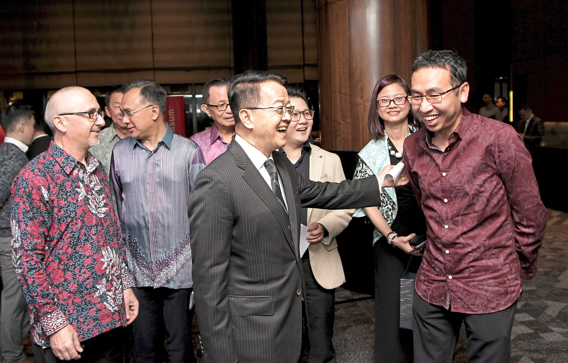 A networking platform: Cheah (centre, in black suit) greets Mah (right), while Star Media Group Bhd chief executive officer Andreas Vogiatzakis (left) and chief business officer Lydia Wang (second from right) look on.