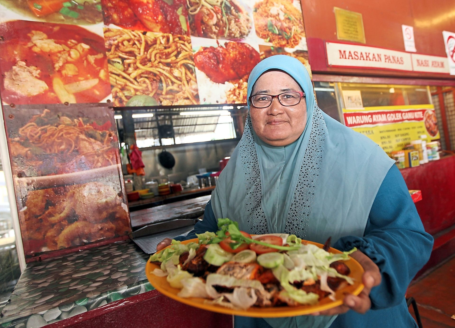 Mahani says the stall gets crowded on weekends. — Photos: KAMARUL ARIFFIN/The Star