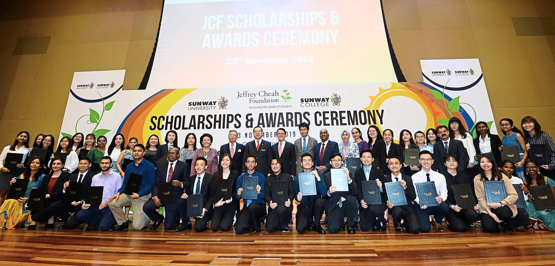 Big smiles: Lim and Cheah posing together with recipients of the Jeffrey Cheah Foundation during the awards ceremony at Sunway's Subang Jaya campus.