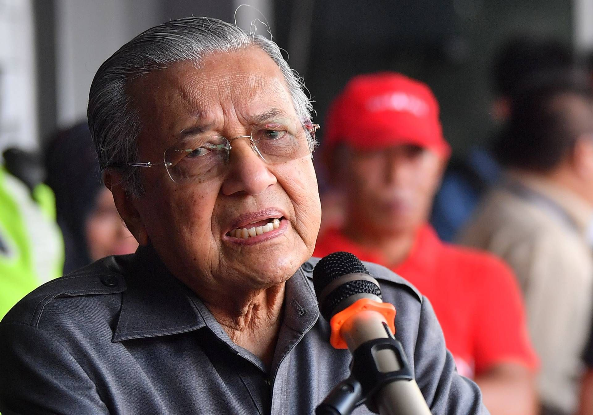 Dr M: Why did the US downgrade M'sia's civil aviation authority?