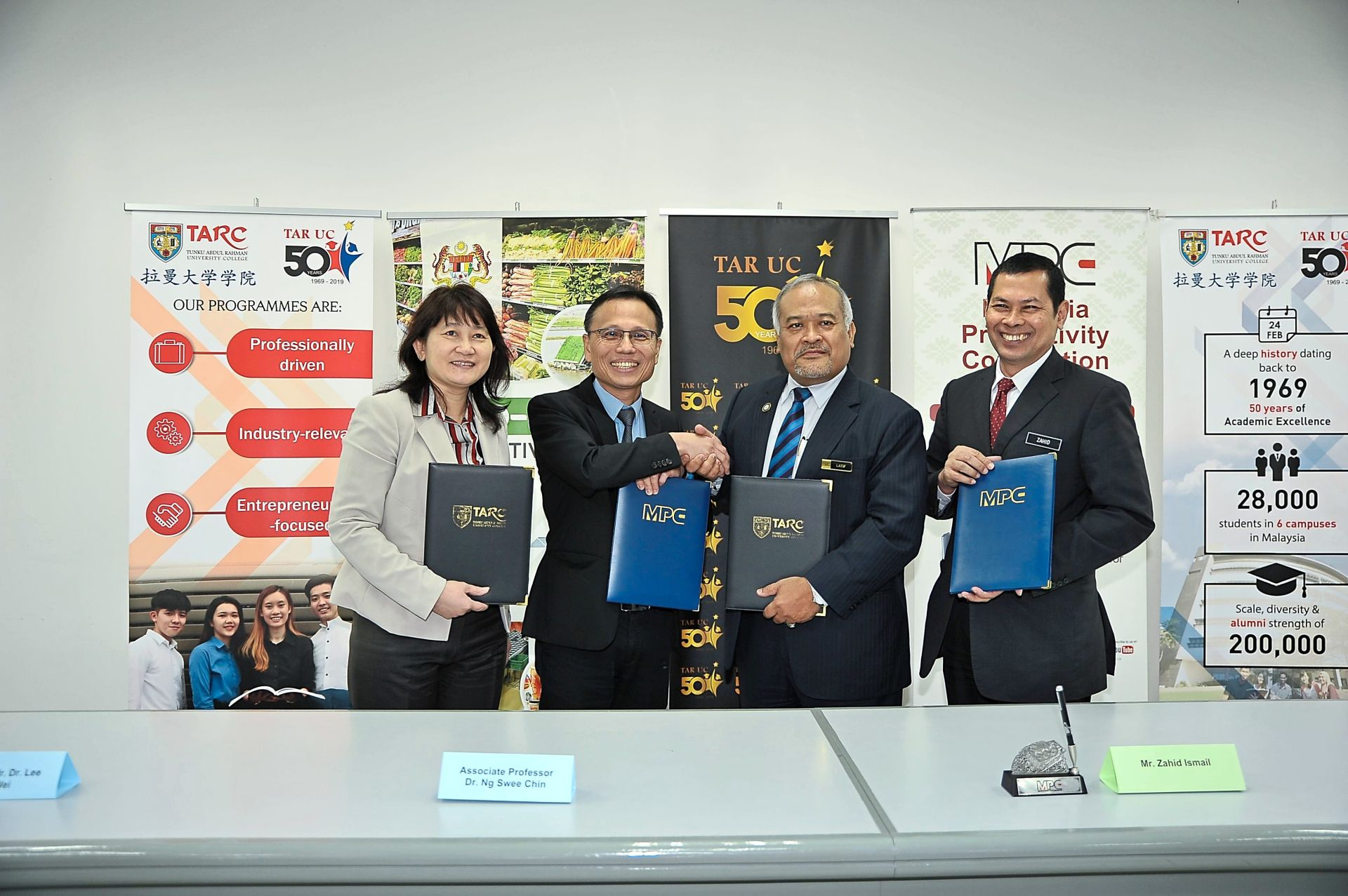 Pact on jointly developing agro-food information toolbox
