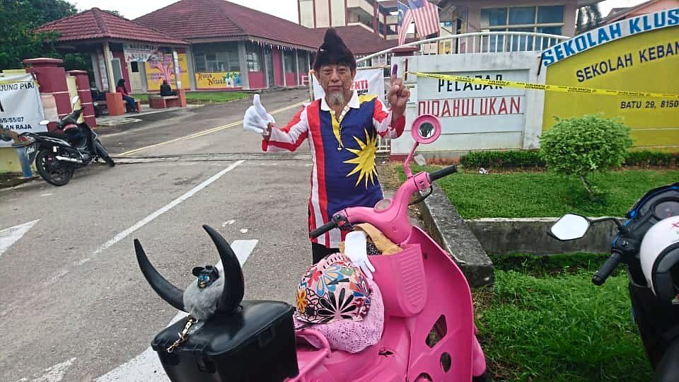 Standing out in the crowd: Mohd Nor posing with his eye-catching pink scooter.