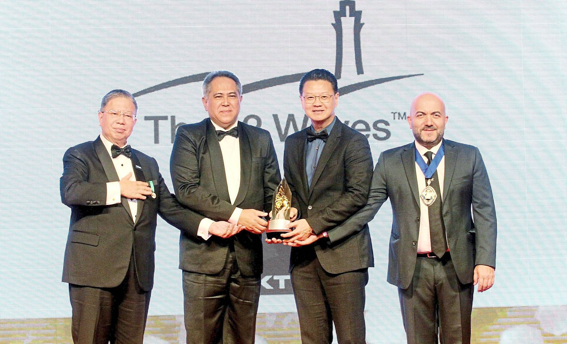 Tio (second from right) accepting the Fiabci-MPA 2019 award in the Industrial category.