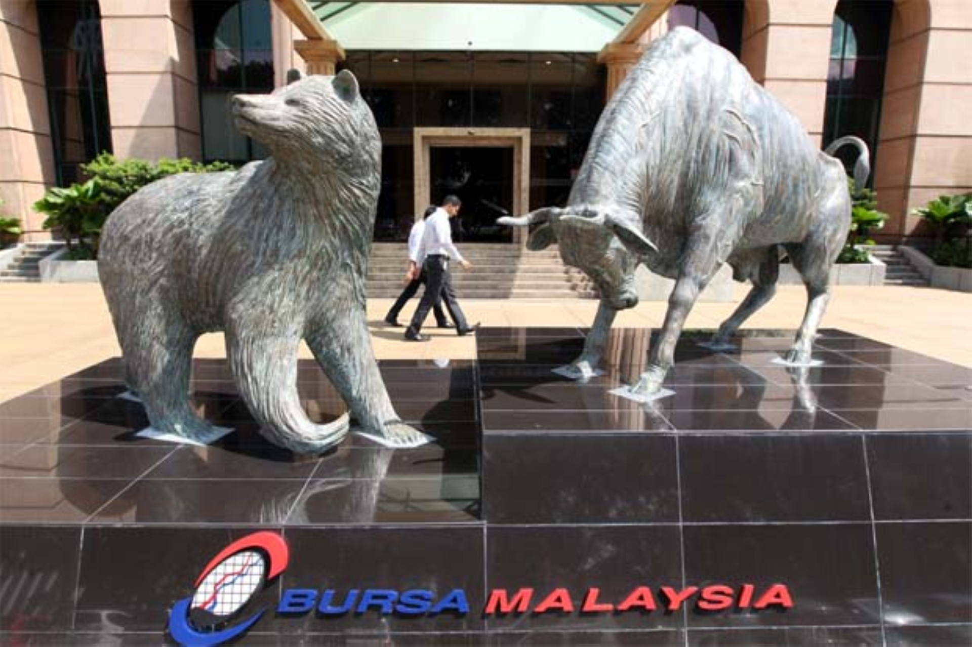 """November has so far seen a foreign net outflow of -RM594.0m. On a year-to-date basis, foreign funds have taken out -RM8.98bil of local equities from Malaysia, making up 76.8% of last year's total foreign outflow of -RM11.69bil,"" the research house said."