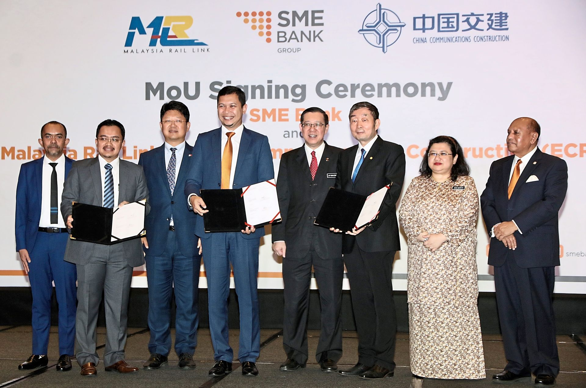 ECRL funding: MoU signing ceremony to provide access to financing for local ECRL contractors. (From left) SME Bank chief banking officer Mohammad Hardee Ibrahim, MRL CEO Datuk Seri Darwis Abdul Razak, Ambassador of The People's Republic China His Excellency Bai Tian, SME Bank group president Aria Putera Ismail, Lim, ECRL Sdn Bhd project director Fang Zhenru andEntrepreneur Development Ministry secretary-general Datuk Wan Suraya Wan Mohd Radzi.
