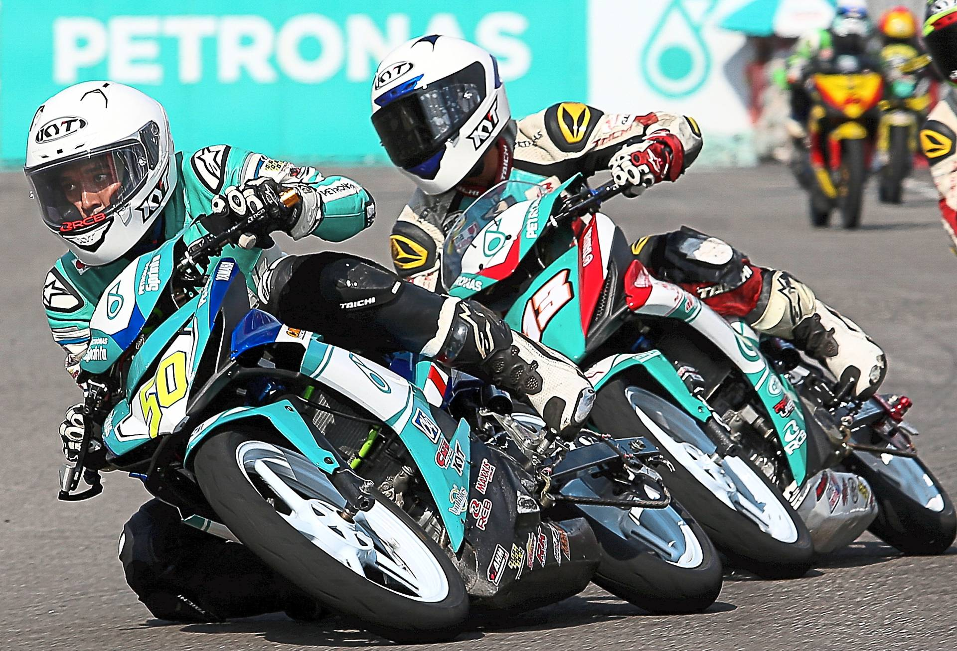 Ahmad Afif (left) and Md Akid in the thick of action during the 9th round of the 2019 Cub Prix Malaysia Petronas championship in Jempol, Negri Sembilan.