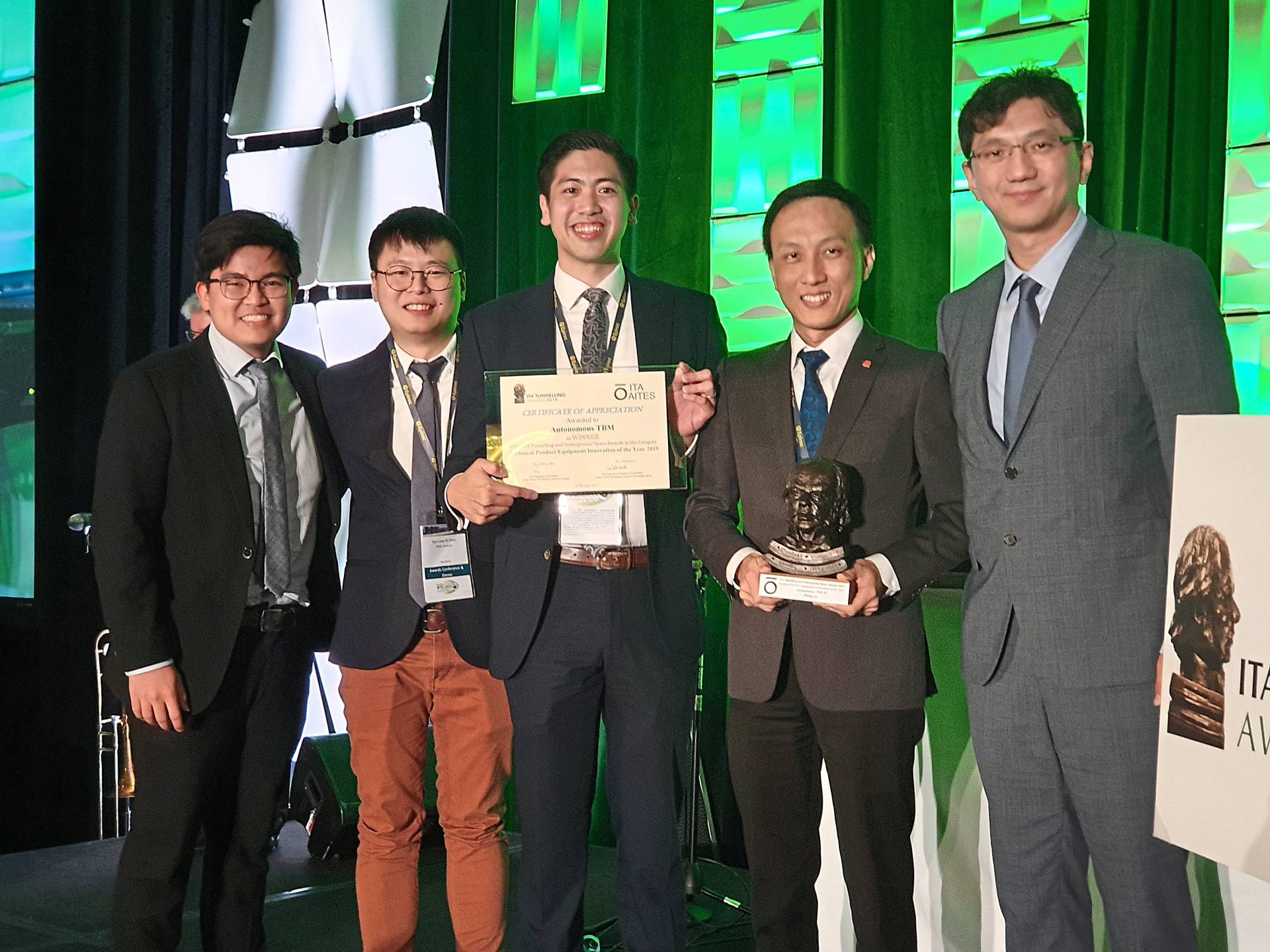 Chin (centre) and Ng (second from right) with their team members after receiving the award in Miami early this week. Other inventors of this system include (from left) John Lim Ji Xiong and Liew Kit Shen. On the far right is ITA executive council member Hangseok Choi.