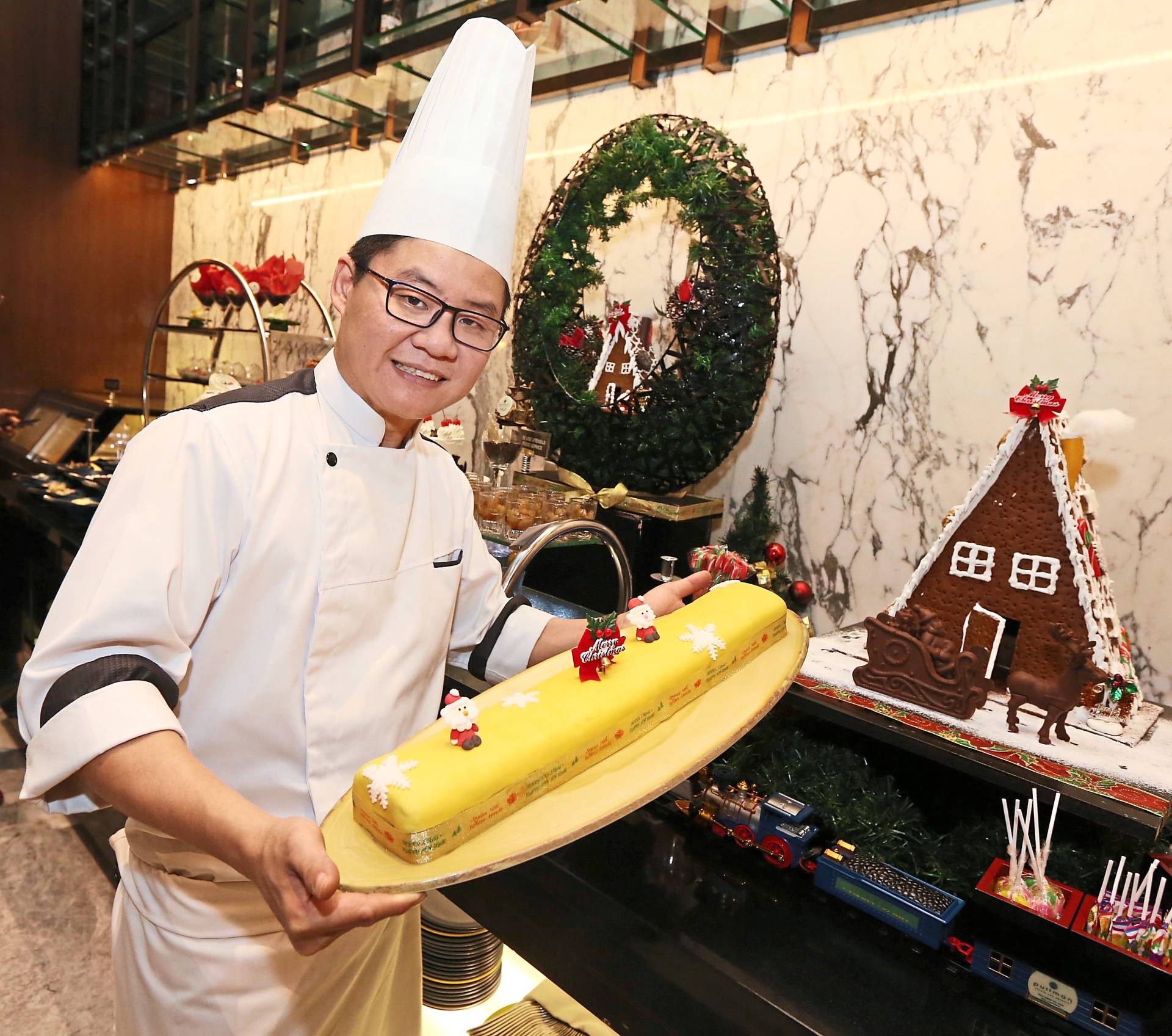 Executive chef Fong Teck Fei presenting the selection of desserts for Christmas.