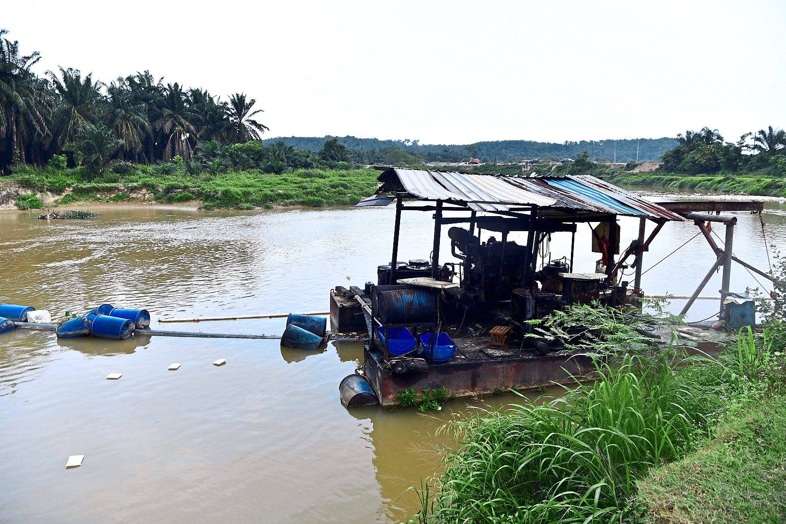 Diesel contamination of Sungai Selangor resulted in the shutdown of the water treatment plant catering to 1.1 million households in Klang Valley in July. — Filepic
