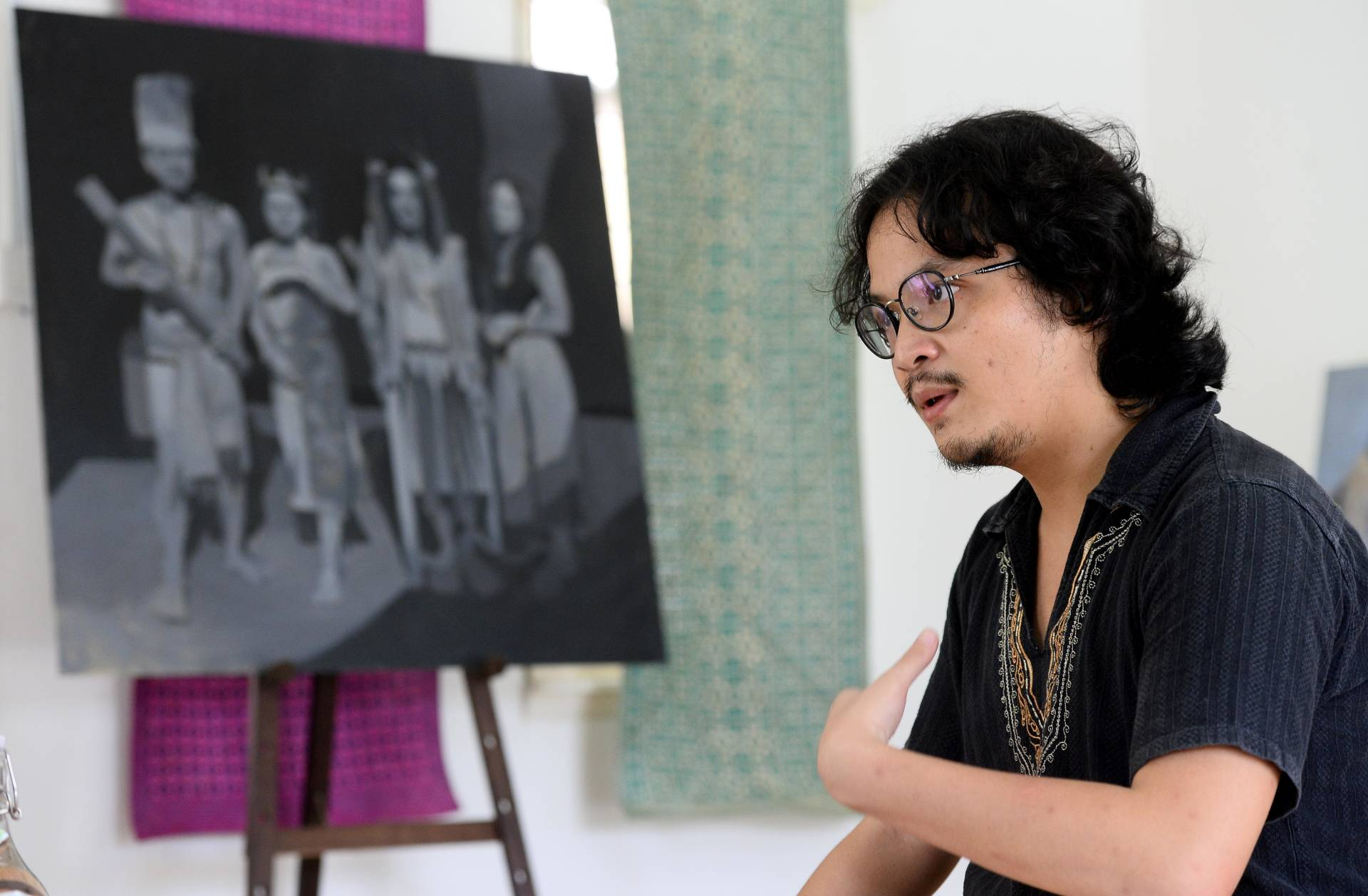 Ritom wants to develop a broader documentary series of portrait and landscape works surrounding indigenous people in Malaysia.