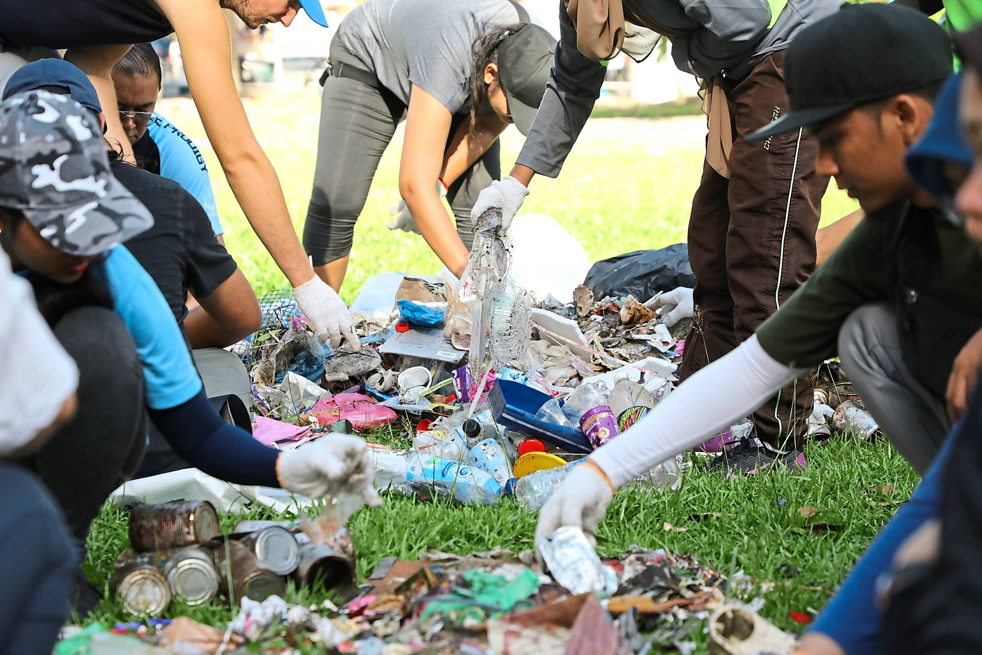Volunteers from the private sector and NGOs plogging along the banks of Sungai Pinang.