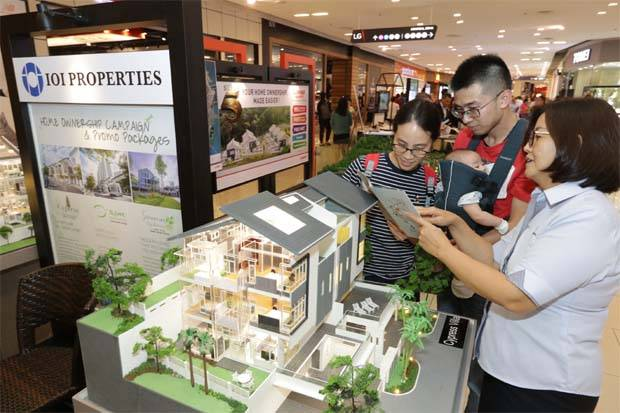 Visitors checking out the Cypress Villa by IOI Properties at StarProperty.my Fair 2019 in Queensbay Mall. (The Star/Filepic)