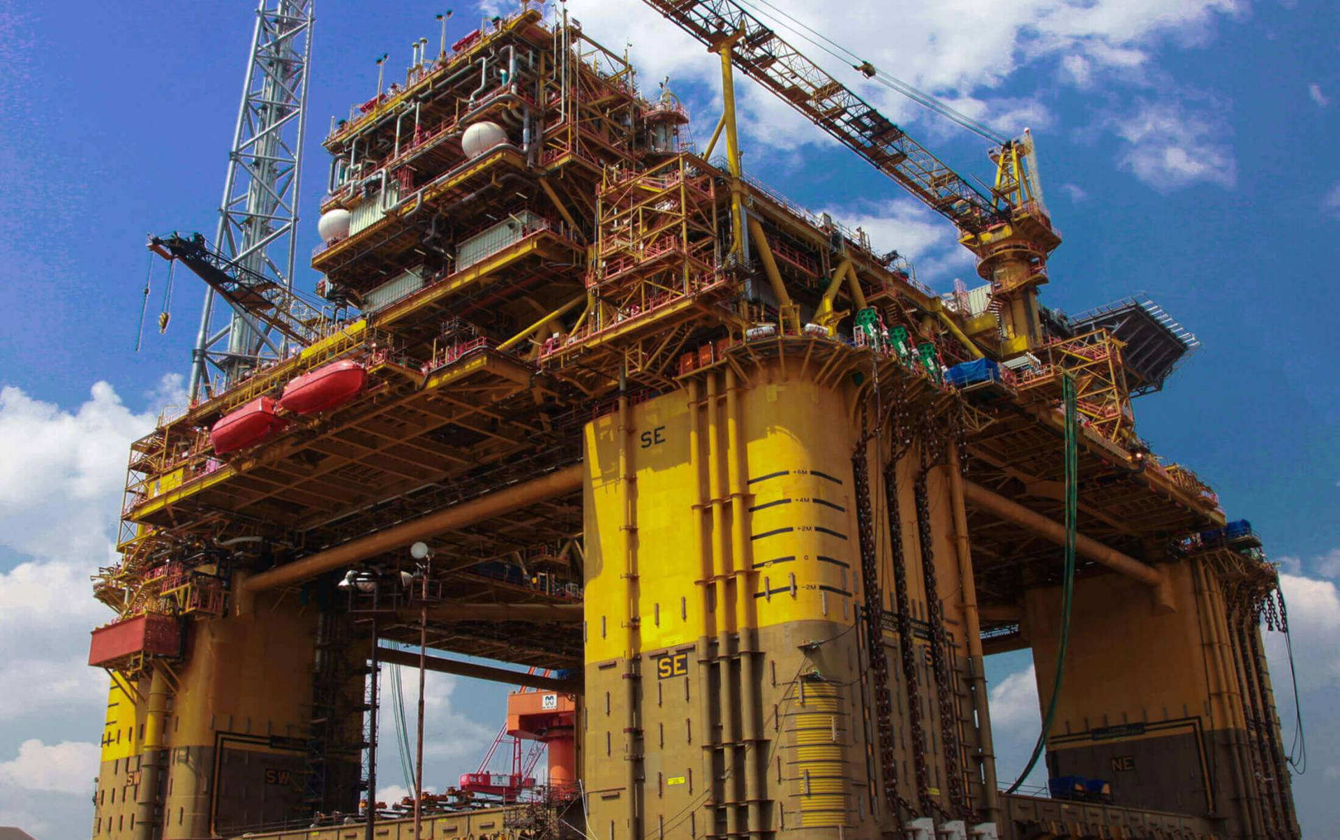 Malaysia Marine and Heavy Engineering Holdings Bhd (MMHE) has secured a contract from Petronas Carigali Sdn Bhd for the Bekok oil project and another from Hess Exploration and Production Malaysia B.V.