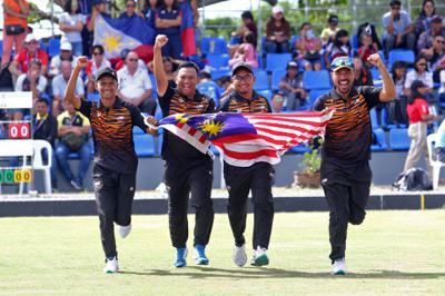 (from left) Muhammad Idham Amin, Zulhilmie Redzuan, Daeng Dhadyry Dahasry and Fairul Izwan Abd Muin celebrate after winning the gold medal for men\'s four during the SEA Games at Clark Global City, Clark, December 4, 2019. FAIHAN GHANI/The Star