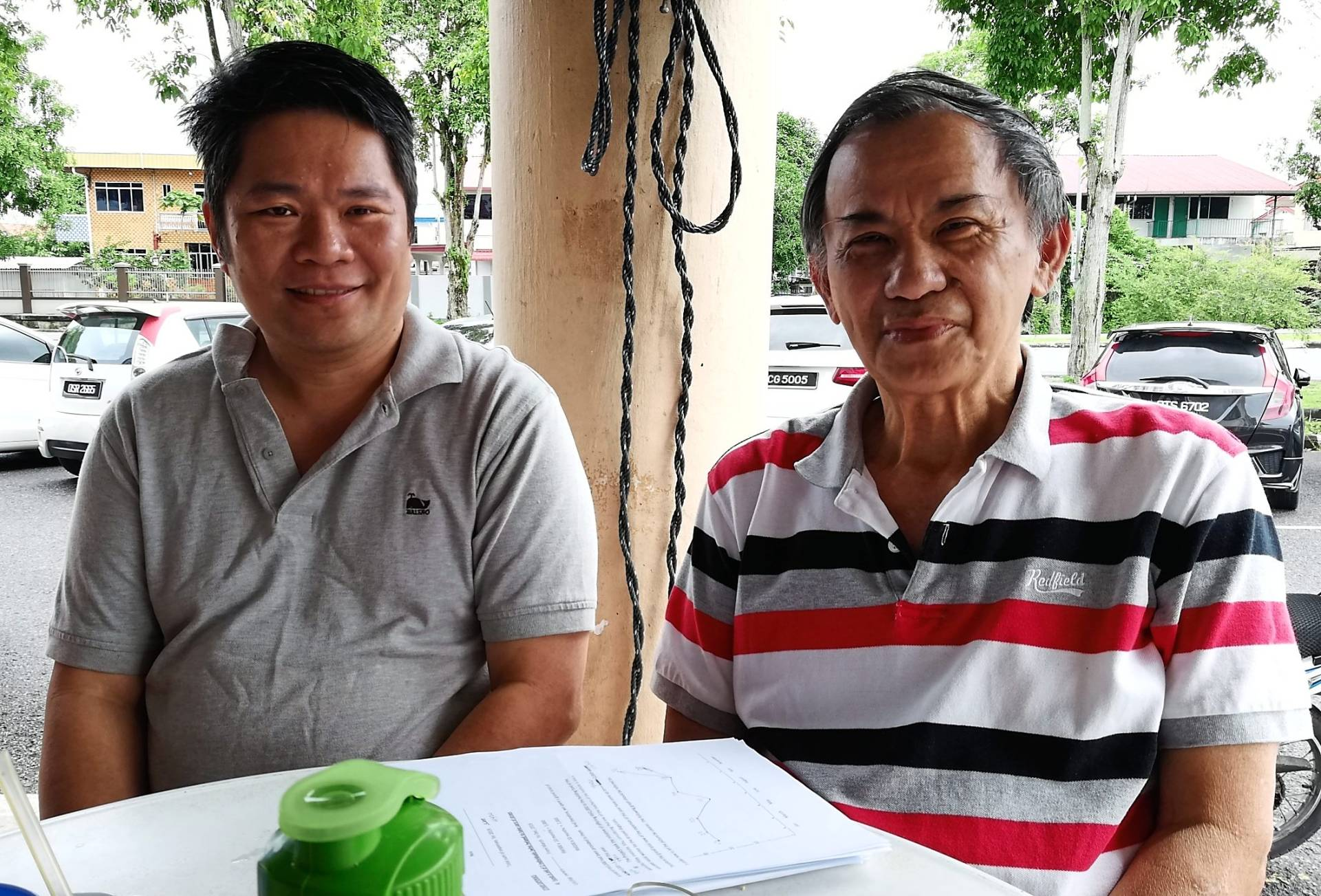 Wong (right) with Shaw. They are appealing for public support to continue with the volunteer-based spaying and neutering of cats and dogs.