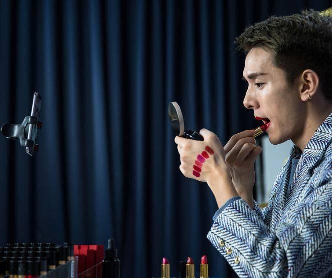 Chinese male beauty blogger Austin Li Jiaqi