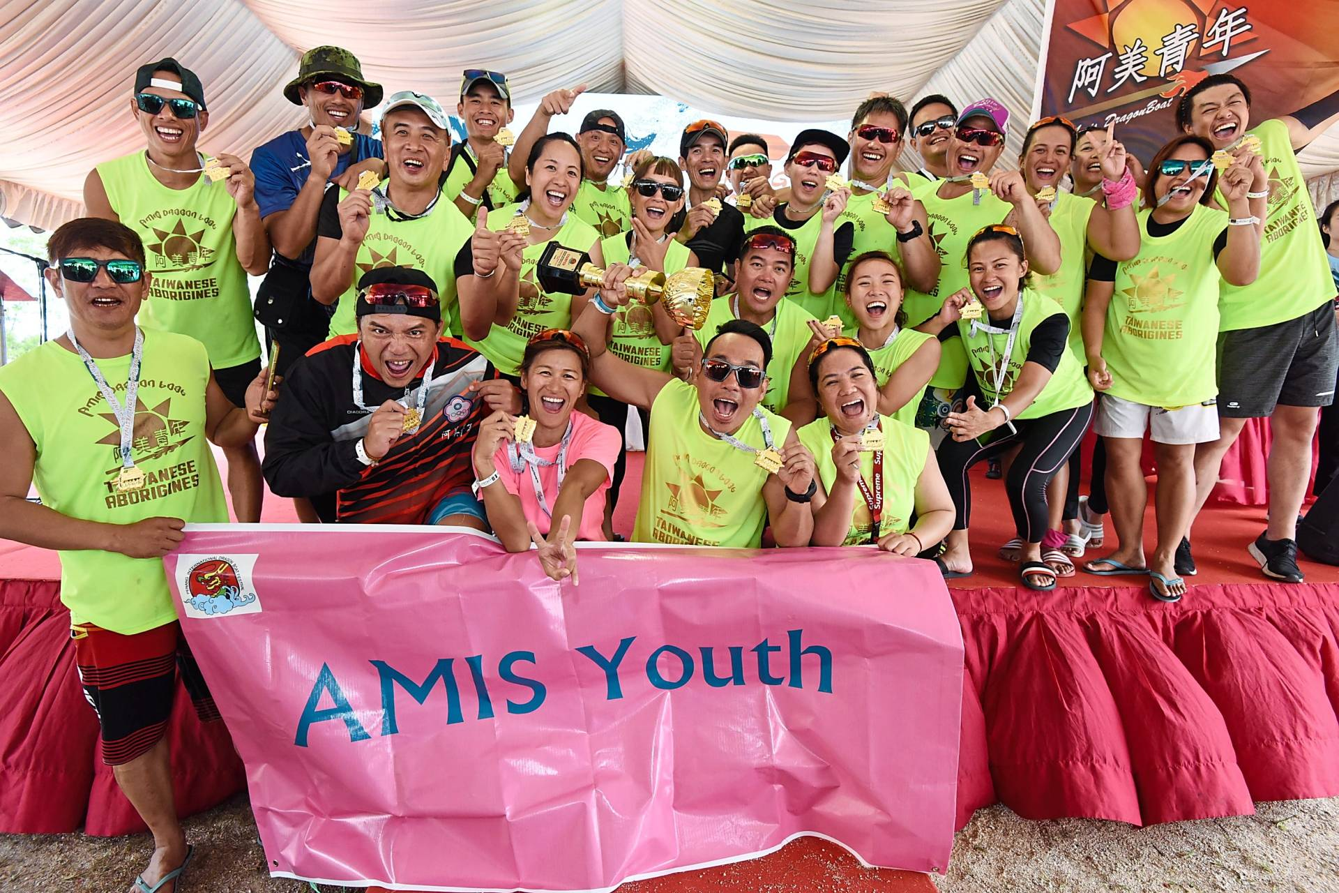 Tomas (holding trophy) and his Taiwan Amis Youth teammates celebrating their victory in the 450m International Premier Mixed 22 (rowers) category.