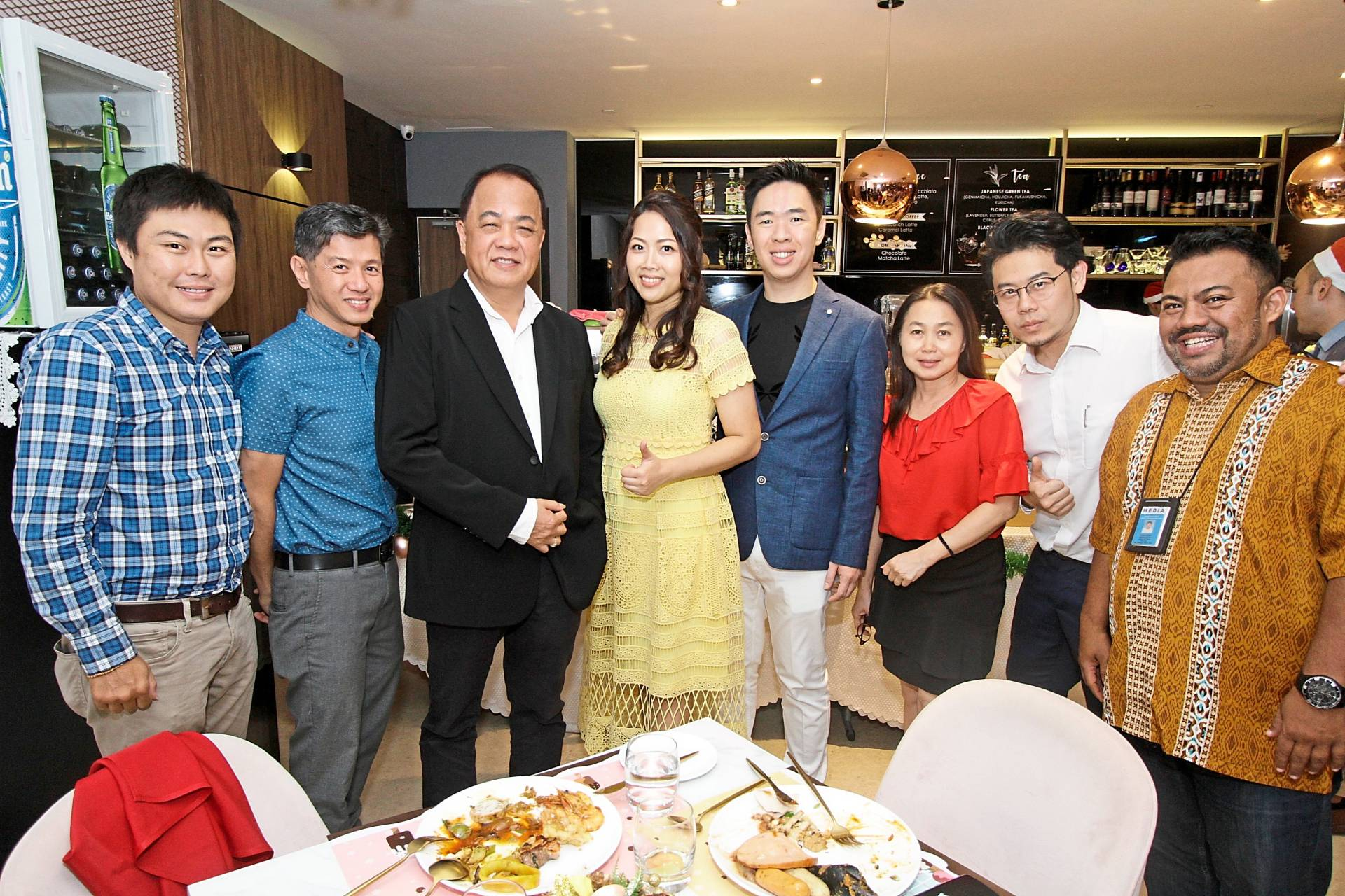 Kean Tet (third left) posing for a picture with The Star team.