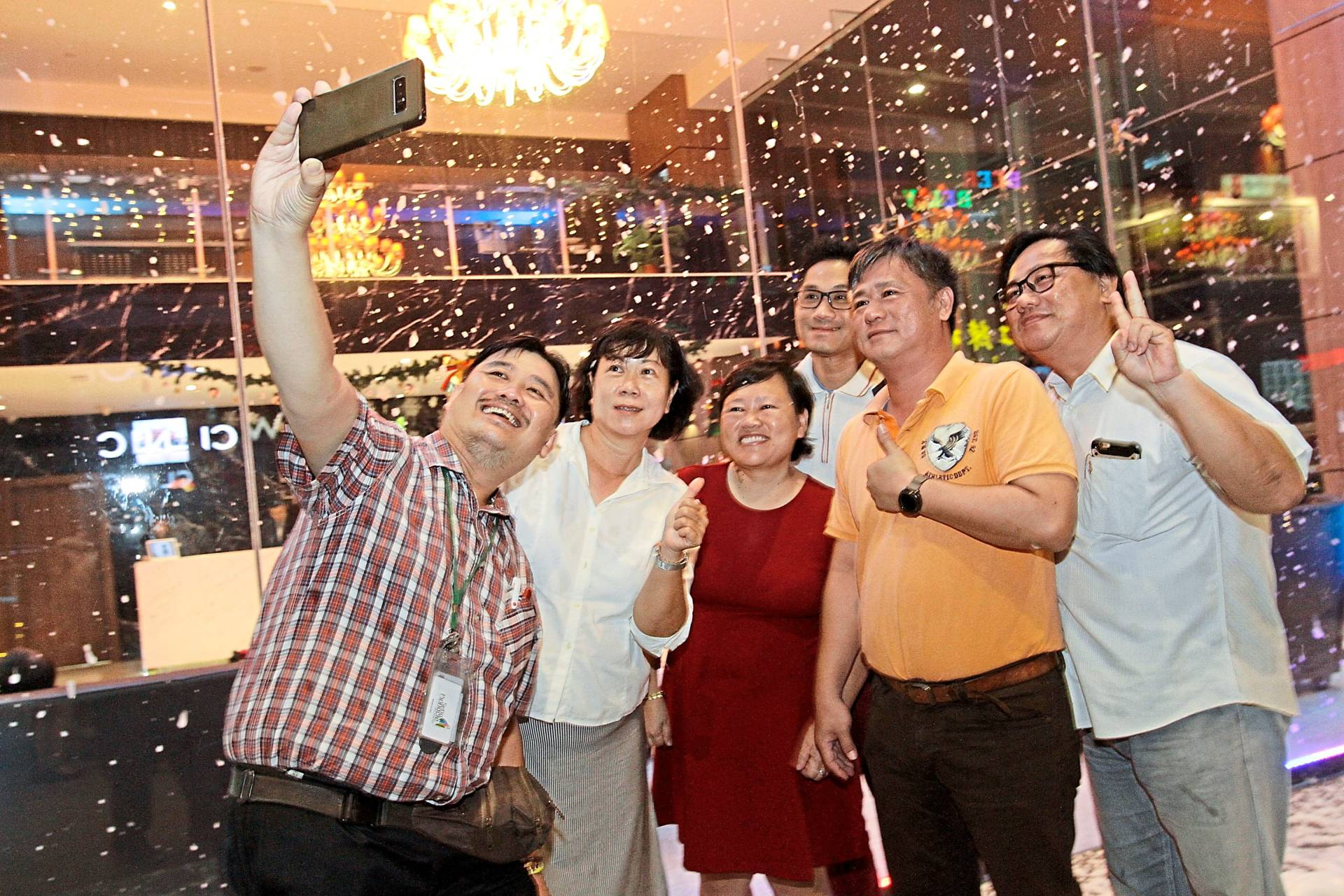 Media folk celebrating the happy occasion with a wefie. — Photos: CHAN BOON KAI/The Star