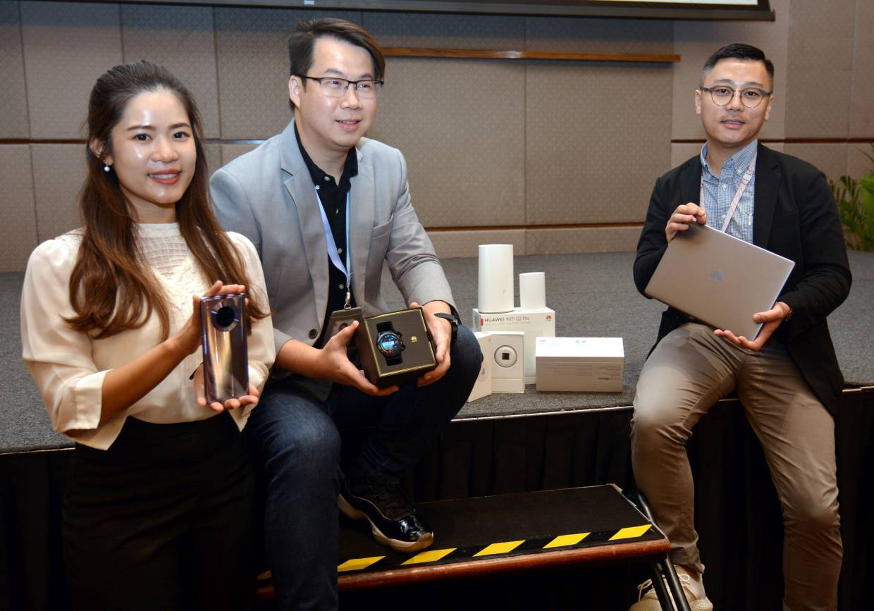 (From left) Chin, Leong and Khoo with the Huawei Smart Fans Flagship Combination package products at the Huawei Smart Life 2020 media briefing session.