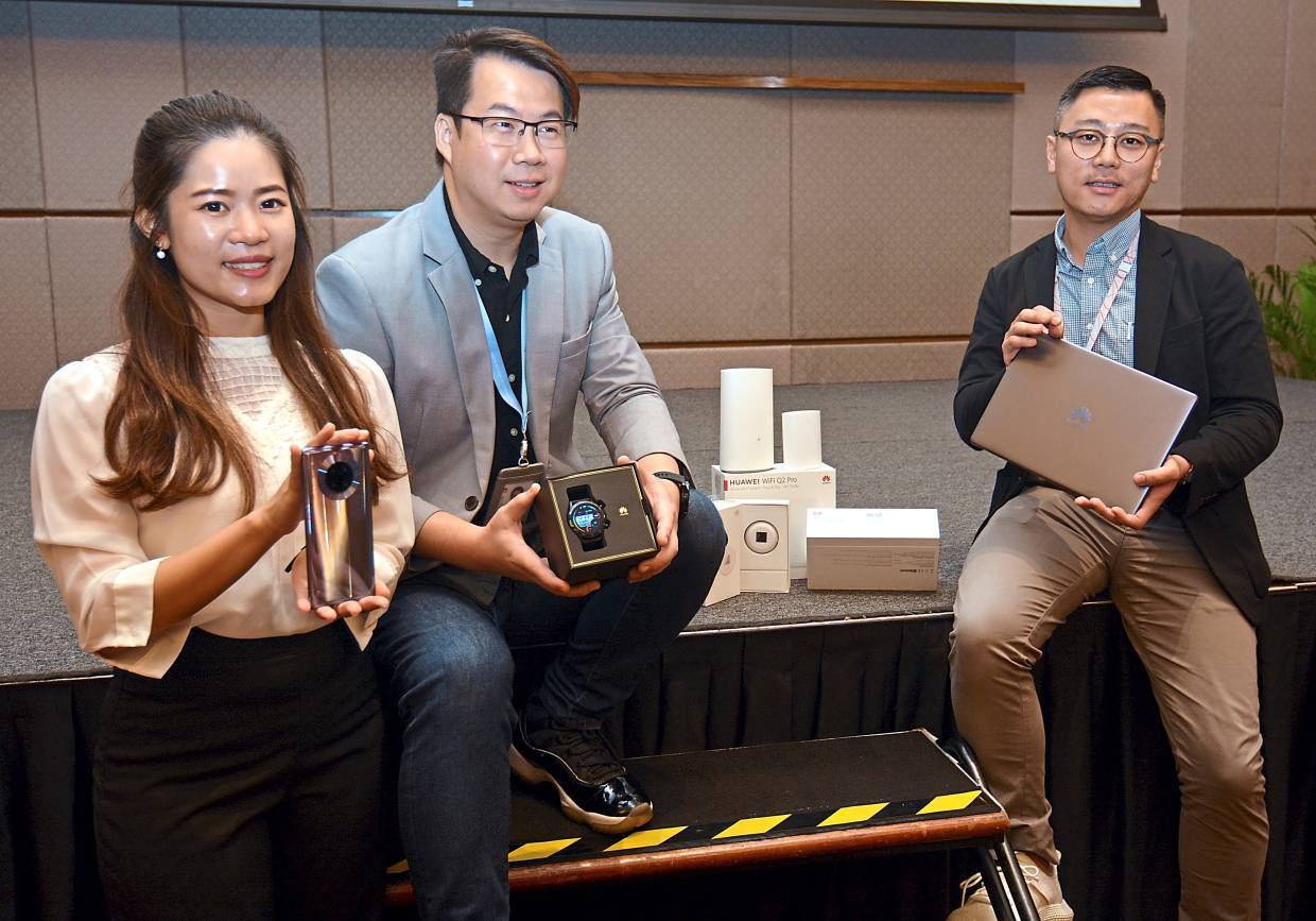 (From left) Chin, Leong and Khoo with the Huawei Smart Fans Flagship Combination package products at the Huawei Smart Life 2020 media briefing session at a hotel in Kuala Lumpur.