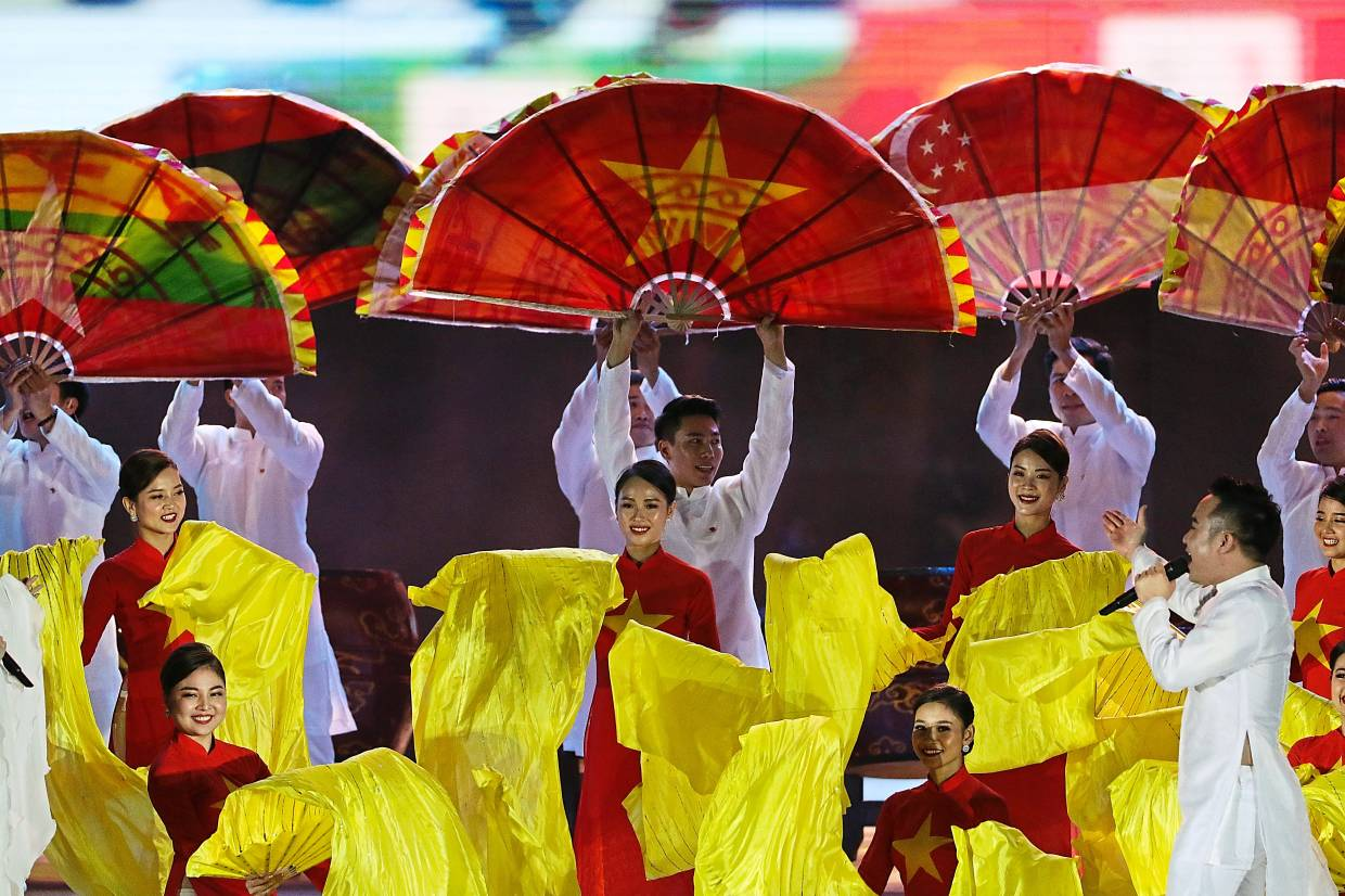 Over to you: Cultural performance from Vietnam who will host the next Games in 2021.
