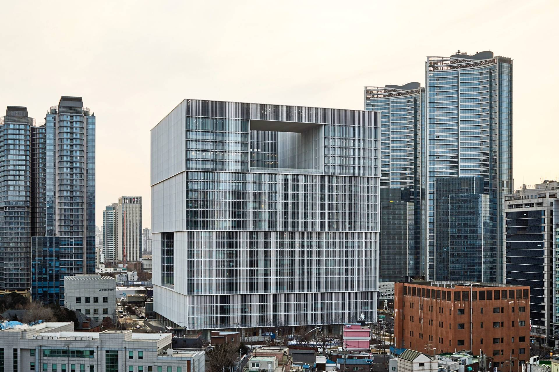 The new Seoul headquarters of Amorepacific, a beauty and cosmetics company. Photos: Design Museum