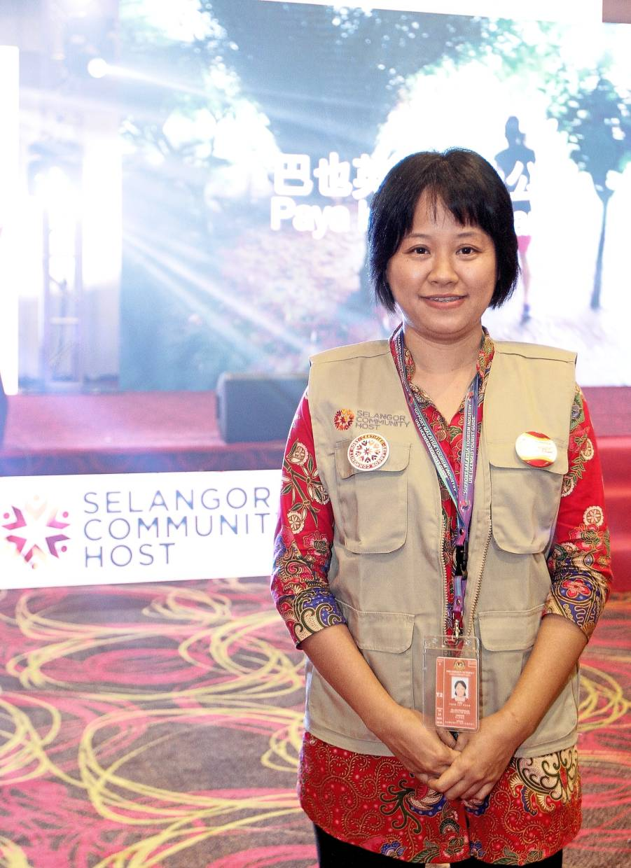 Tham is among the graduates who obtained the red badge to become a community host in Klang.