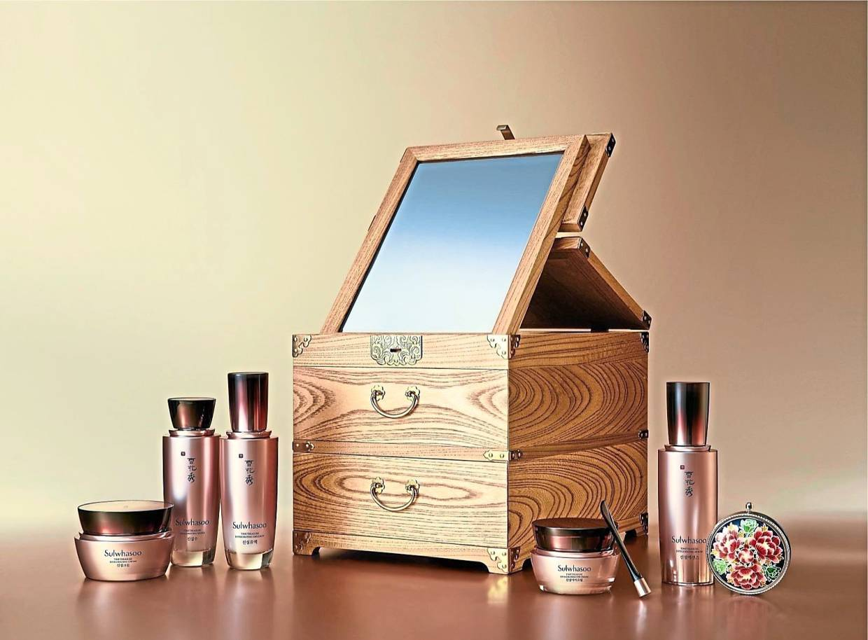 The Sulwhasoo Timetreasure Luxury Set was gifted to First Ladies at the recent Asean-Republic of Korea Commemorative Summit. -- Sulwhasoo
