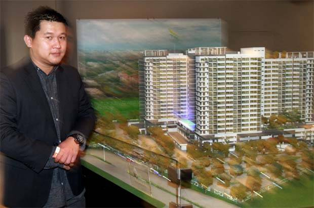 "Crest Builder group managing director Eric Yong said: ""We are very pleased to be chosen as JL99's construction partner for this massive project. ""The 99 Residence is expected to be among the tallest buildings in the northern Kuala Lumpur vicinity.\"" (File pic shows Yong posing with a scale model of the The Greens@Subang west project. - The Star)"