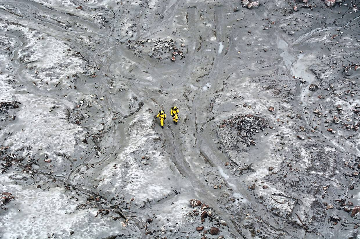 Aerial photo of the New Zealand Defence Force elite soldiers taking part in a mission to retrieve bodies from White Island after the Dec 9 volcanic eruption. Photo: AFP