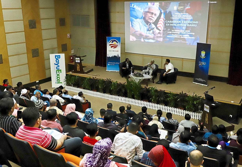 Attendees listening to the dialogue at the MBSP auditorium at Menara Bandaraya in Bandar Perda, Bukit Mertajam.