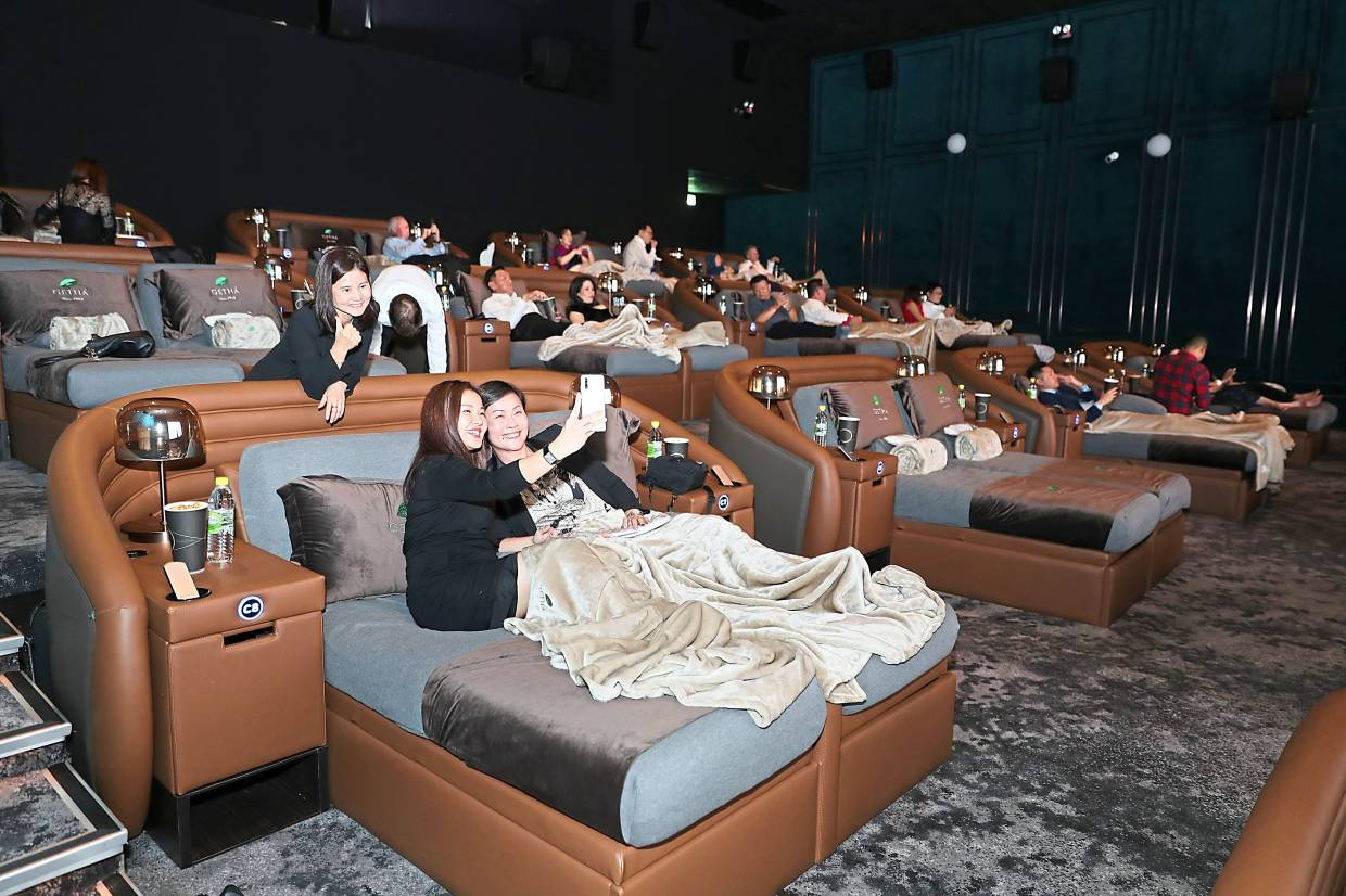 Guests enjoying themselves at the special screening of 'Star Wars: The Rise of Skywalker' at Aurum Theatre, The Gardens Mall in Mid Valley, Kuala Lumpur.  —Photos: GLENN GUAN and AZLINA ABDULLAH/The Star