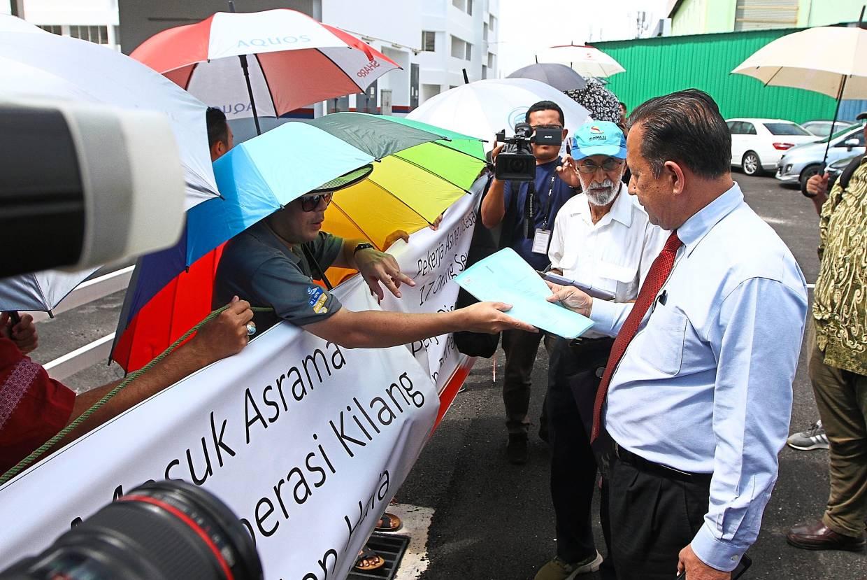 Abdul Halim (right) receiving the memorandum from one of the representatives.