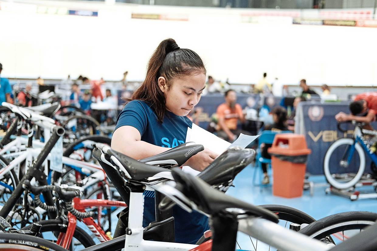 Sprinter Arni surprised many by winning the junior girls' keirin title at the National Junior Championships in Nilai last year.