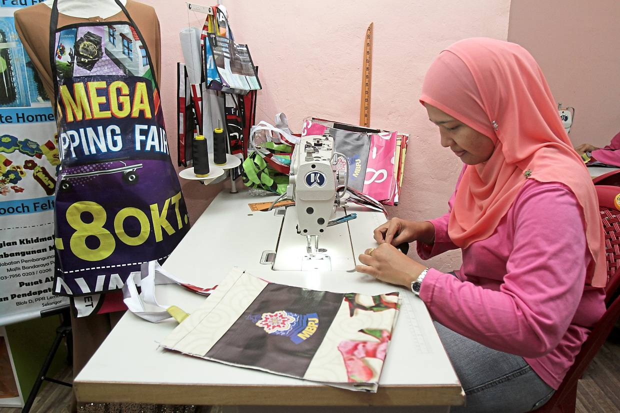 Projek Karung Kitar is a community effort that upcycles discarded banners and bunting into useful products and it helps housewives in the B40 group earn a living.