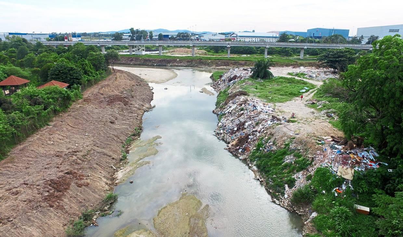 The site where culprits carry out open burning near Ara Damansara, Petaling Jaya.